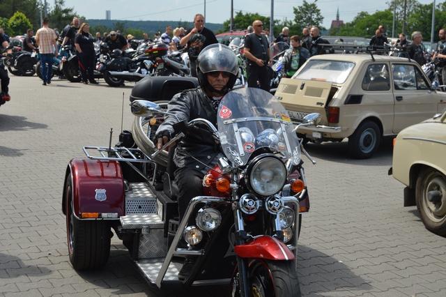 Oddawali krew z motocyklistami!