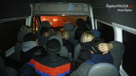 O pięciu pasażerów za dużo - policjanci zatrzymali prawo jazdy