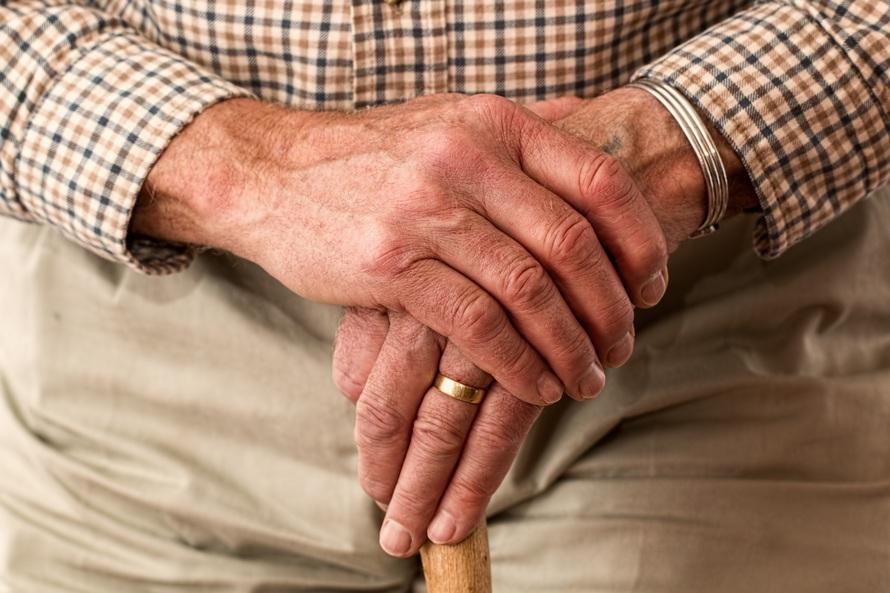 Droga Babciu! Drogi Dziadku! Uważajcie na oszustów podających się za krewnych!