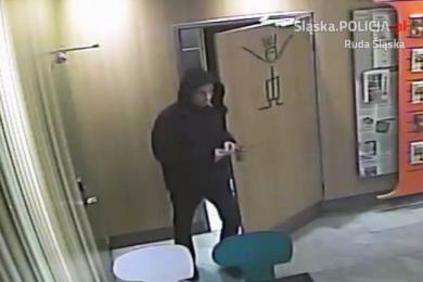 Publikujemy wizerunek podejrzanego o kradzież portfela