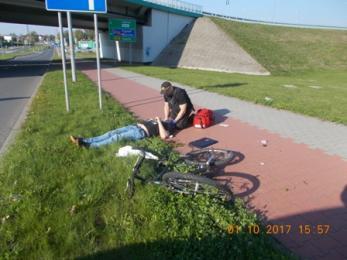 Strażnicy pomogli rowerzyście, który uległ wypadkowi