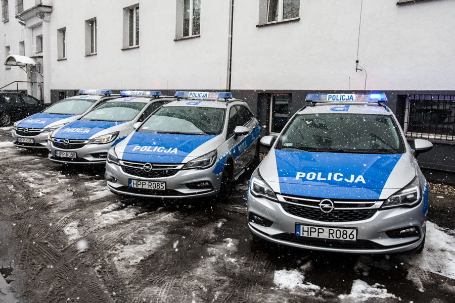 Policja z nowymi radiowozami