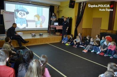 Dzielnicowi uczyli dzieci zasad bezpieczeństwa podczas ferii