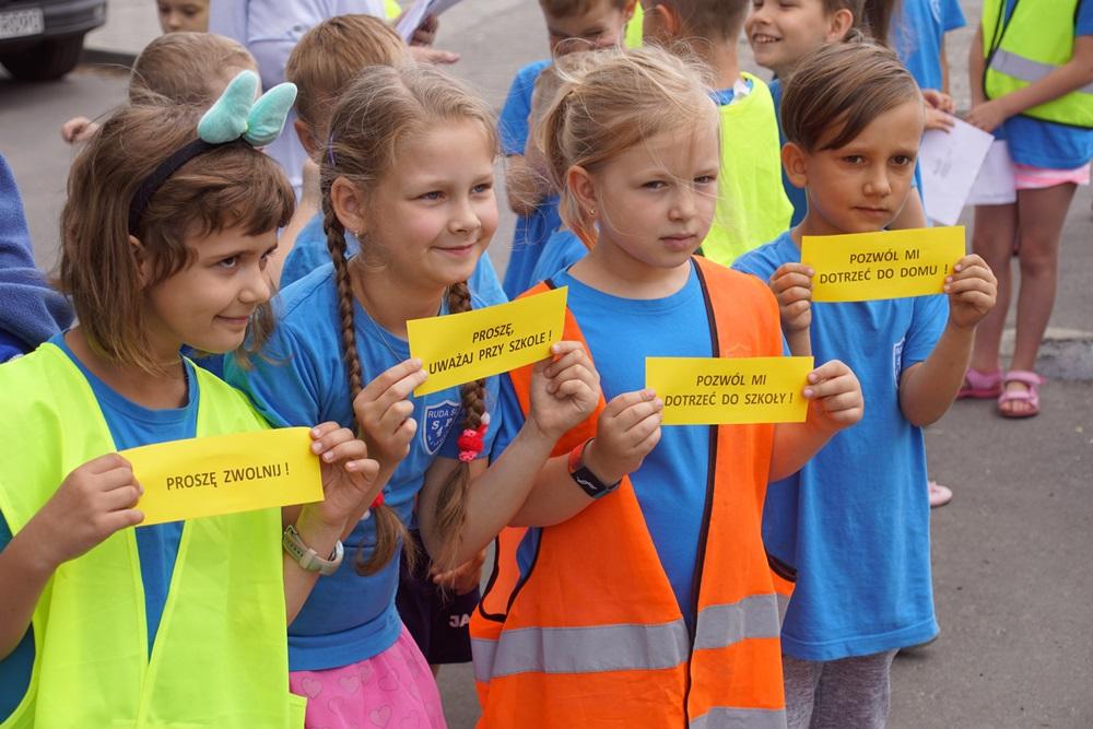 Dzieci dziękowały kierowcom za bezpieczną jazdę