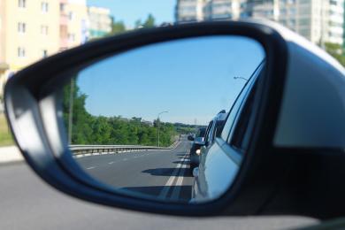 Uwaga kierowcy! Plama oleju na A4