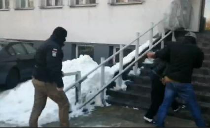 Fałszywi policjanci próbowali oszukać 71 - letniego rudzianina. Trafili do aresztu
