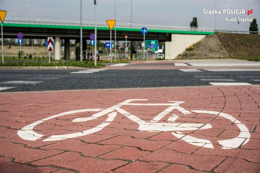 Uważajmy na rowerzystów. Na rudzkich drogach widać ich z każdym dniem coraz więcej