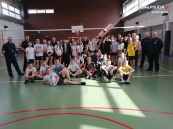 Dzielnicowi z Komisariatu III Policji zorganizowali turniej piłki siatkowej