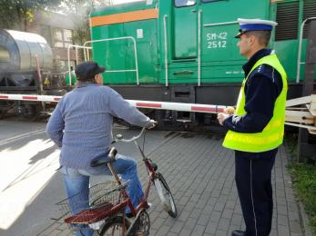 """Policjanci z Rudy Śląskiej prowadzą działania """"Bezpieczny przejazd - zatrzymaj się i żyj"""""""