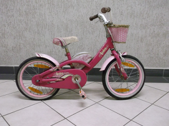 Strażnicy miejscy znaleźli rowerek dziecięcy. Szukają właściciela