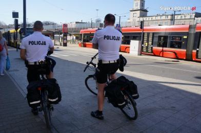 Sezon rowerowy w pełni. Policjanci przypominają o zasadach bezpieczeństwa