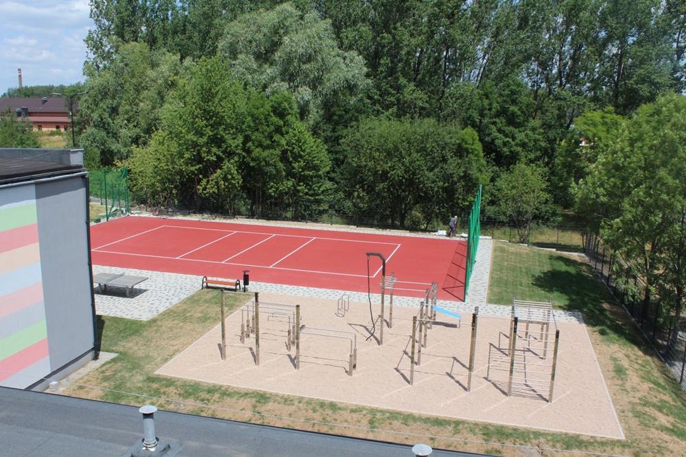 Przy Zespole Szkół Ponadgimnazjalnych nr 2 w Czarnym Lesie powstaje nowy kompleks boisk
