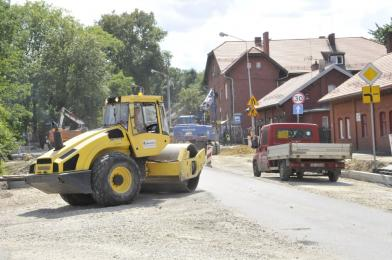 Kurz, hałas i duże utrudnienia w ruchu - kiedy zakończy się remont ulicy Piastowskiej?