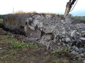 Punkt Oporu Radoszowy padł. Koparki niszczą schrony nr 81 i 82