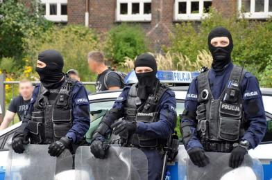 Policjanci zapobiegli bójce kibiców w Chebziu!