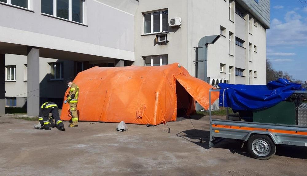 Ruda Śląska: przed szpitalem stanął namiot do triażu pacjentów