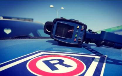 Nadmierna prędkość główną przyczyną wypadków. Policjanci apelują: Kierowco! Zwolnij i Żyj!