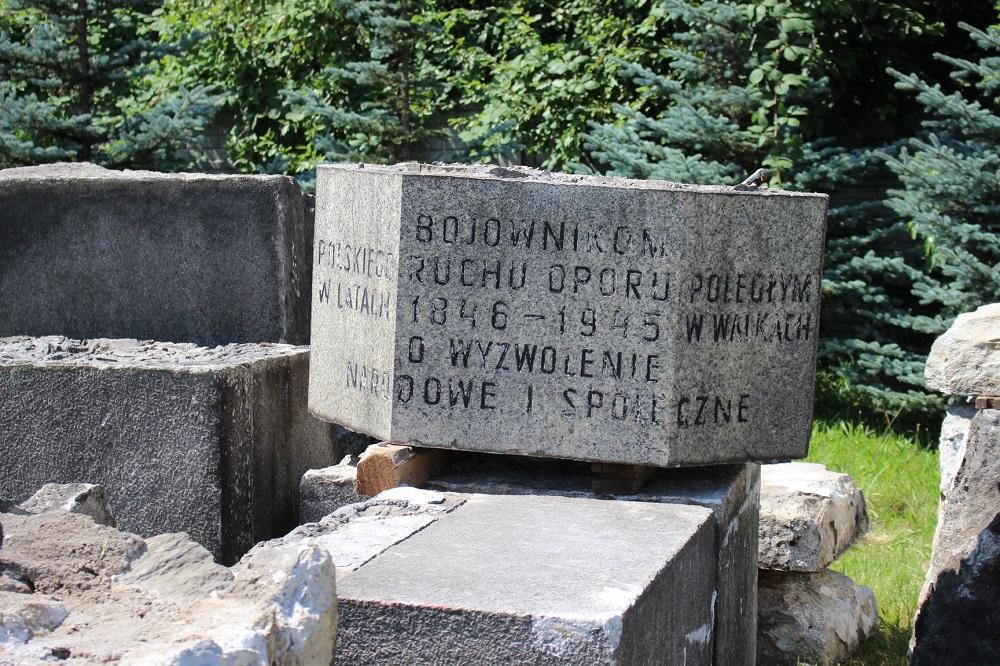 Pomnik z Jaworzna przybył do rudzkiego Muzeum PRL-u!