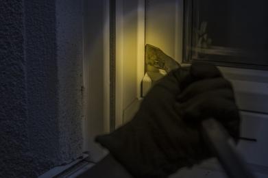 Jak skutecznie chronić mieszkanie przed włamaniem?
