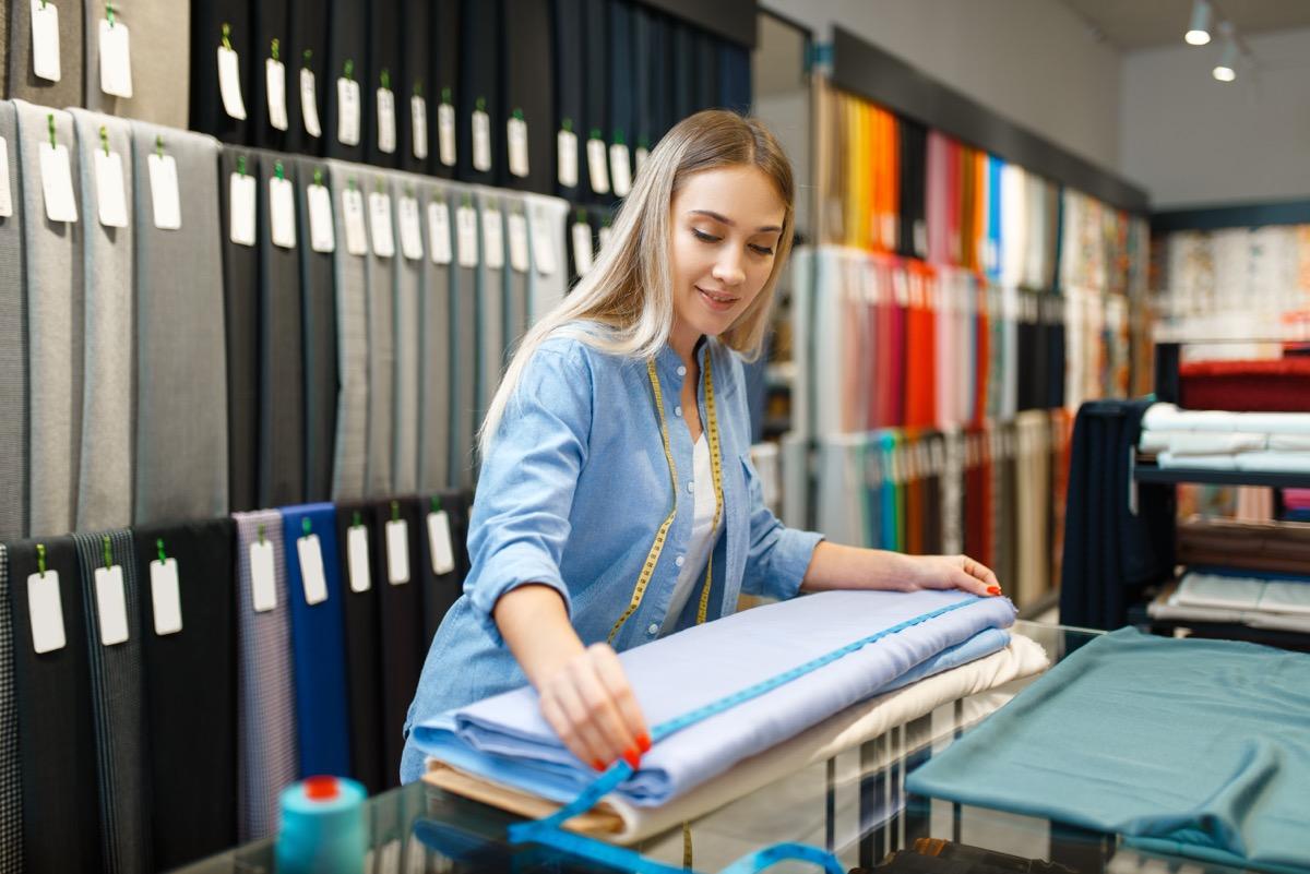 Jak kupić praktyczne tkaniny obiciowe w sklepie internetowym?