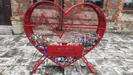 W Kochłowicach stanęło kolejne serce na plastikowe nakrętki