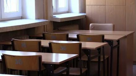 Uczniowie wracają do szkół. Na razie w systemie hybrydowym