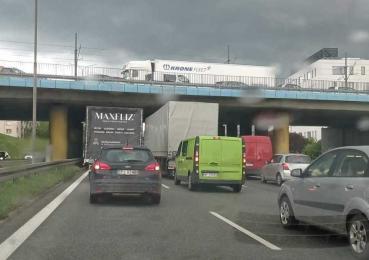 Ogromne korki! Zablokowany wiadukt w Chebziu i śmiertelny wypadek na DTŚ