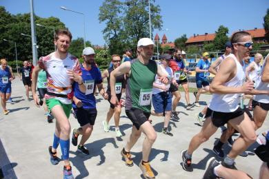 Miłośnicy biegania już po raz siedemnasty uczcili pamięć radnego Jana Koniecznego