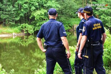 Bezpieczne wakacje 2021. Policjanci radzą - dbajmy o siebie i innych