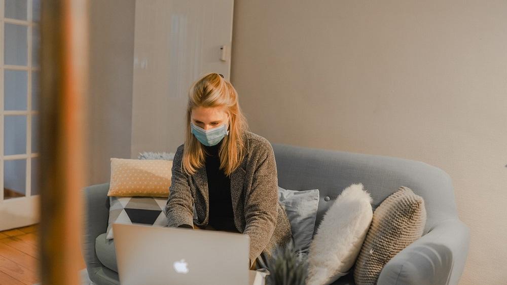 CBOS: 51 proc. Polaków nie boi się zakażenia koronawirusem, 48 proc. wyraża obawy