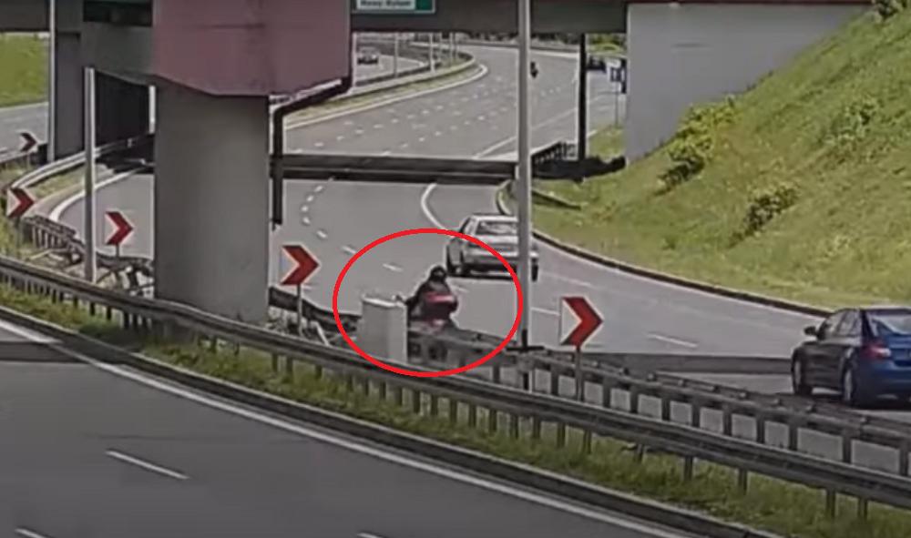 """Groźny wypadek na """"zakręcie mistrzów"""". Motocyklista uderzył w bariery [WIDEO]"""